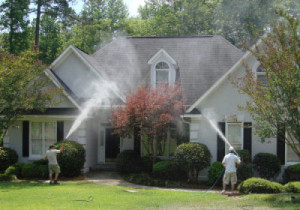 Pearland-TX-Exterior-Cleaning-Specialist-at-work
